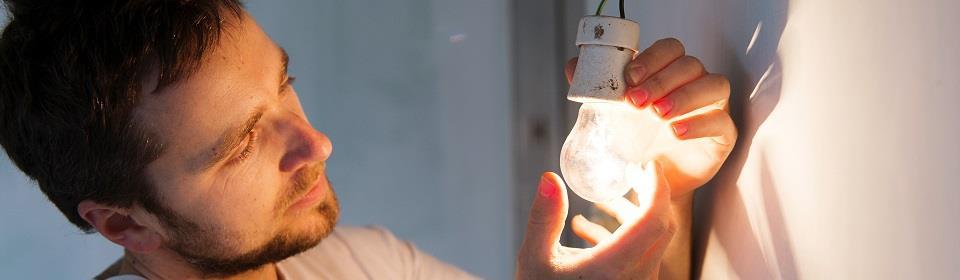 Plaatsen van verlichting in fitting